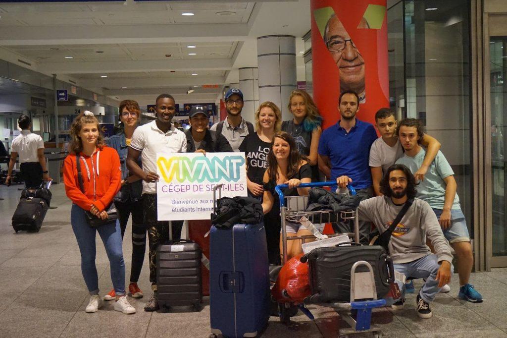 étudiants internationaux accueillis à l'aéroport de Montréal