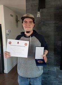 Photo de Pier-Carl avec sa médaille